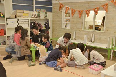 子供たちが自由に遊べるオリジナルのアナログゲームを学生たちが企画制作し、恵比寿の学童保育「こども未来塾」に提供します。